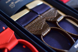 bretelles bleu pattes cuir