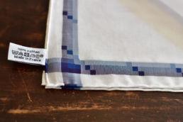 mouchoir blanc en coton bandes bleues