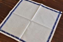 mouchoir blanc bandes bleues