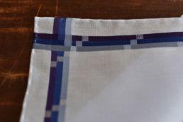 mouchoir bleu avec bandes