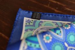 pochette en soie bleu turquoise