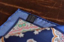 pochette en soie motif retro