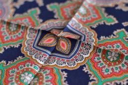 pochette en soie motif rétro