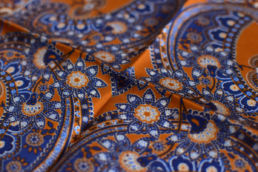 pochette orange et blue motif floral