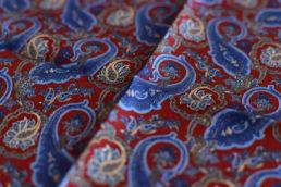 pochette rouge et bleue paisley