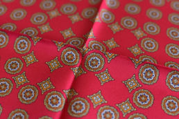 motif medaillon rouge et jaune or