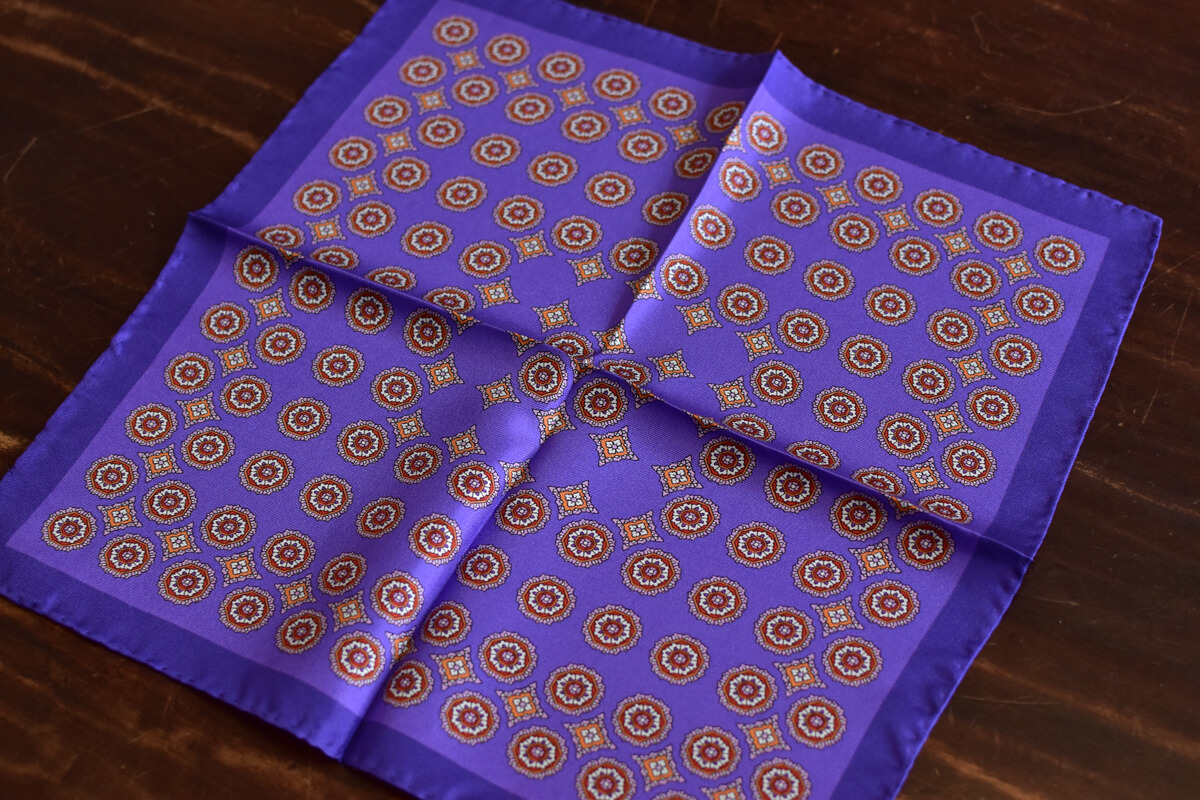 pochette violet medaillon