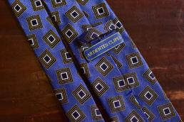 Cravate bleue jacquard carré