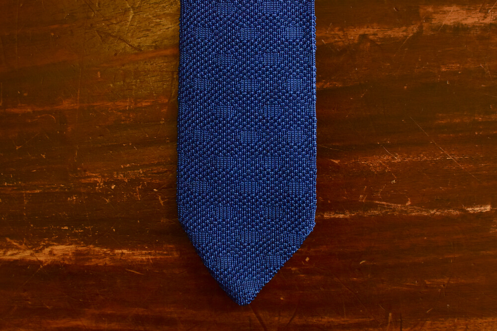 Cravate tricot en pointe bleu a pois-4
