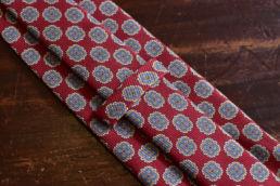 Cravate twill de soie rouge imprimé médaillon Calabrese