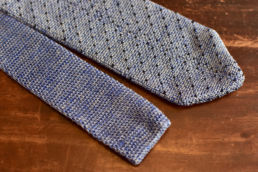 Cravate tricot bleu chine à pois