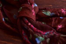 Écharpe bordeaux en laine imprimé vegetal-Calabrese