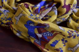 Écharpe jaune en laine et yack imprimé chasseur moghol