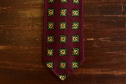 cravate 5 plis laine et soie bordeaux medaillon vert
