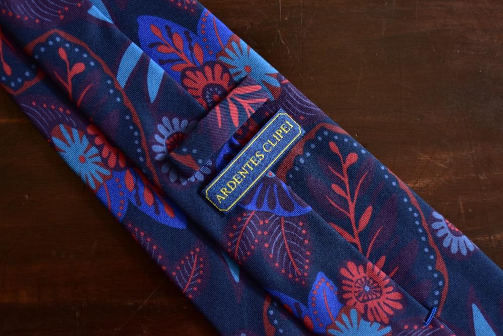 cravate twill de soie bleu imprimé floral