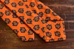 cravate twill de soie et laine orange imprimé losange