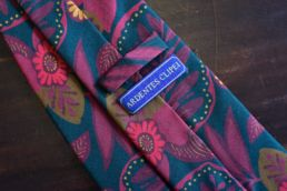 cravate twill de soie imprime floral rouge