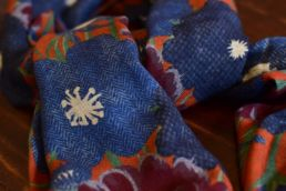 echarpe laine de yack motif floral bleu orange-3