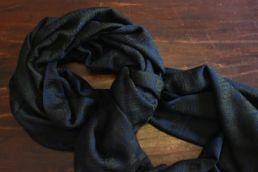 echarpe-bleue-verte-en-cachemire-et-soie-ardentes-clipei-5